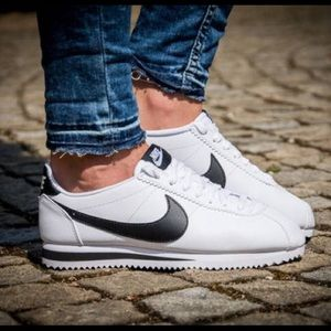 Women's Nike Classic Cortez Leather Wh/Bl 8.5&11